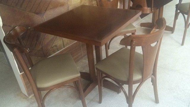 Jogo de mesa e cadeira para bares e restaurantes