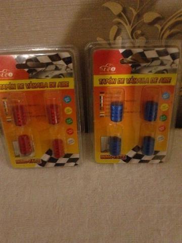 Bicos coloridos para a entrada de ar dos pneus azul ou vermelho