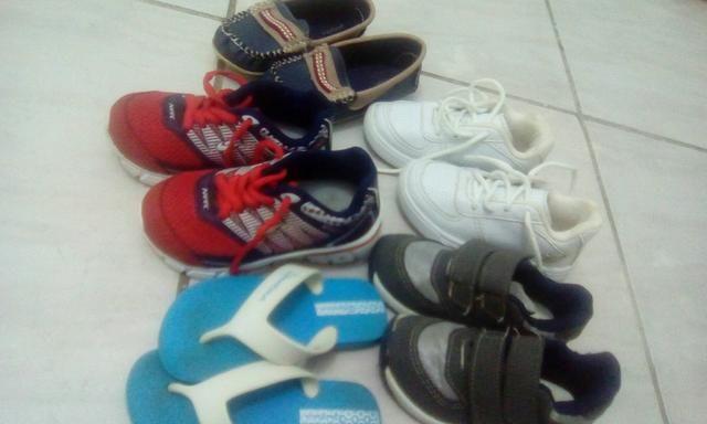 Lote de calçados menino N. 25