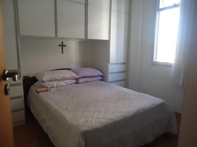 Excelente localização, apartamento todo reformado, 03 quartos sendo 02 com armários! - Foto 7
