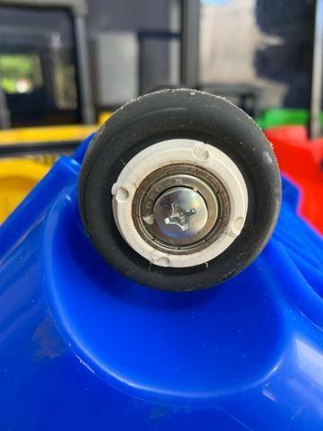 Carrinho cestinha - com rodinha de rolamento e alça - ideal para seu comércio - Foto 5