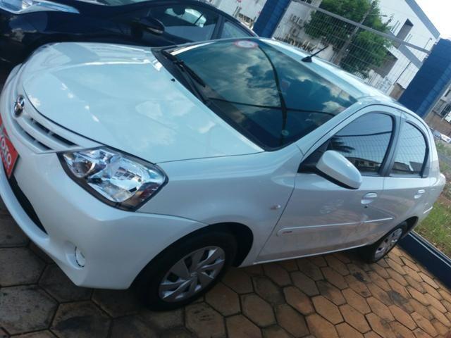 Etios sedan XS automático 16/17 - Foto 3