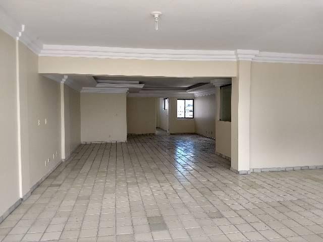 Apartamento com cinco suítes em boa viagem