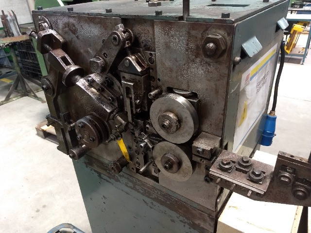 Máquina para produzir molas Carjac MC1 1987 arame 0,5 a 1,6 mm