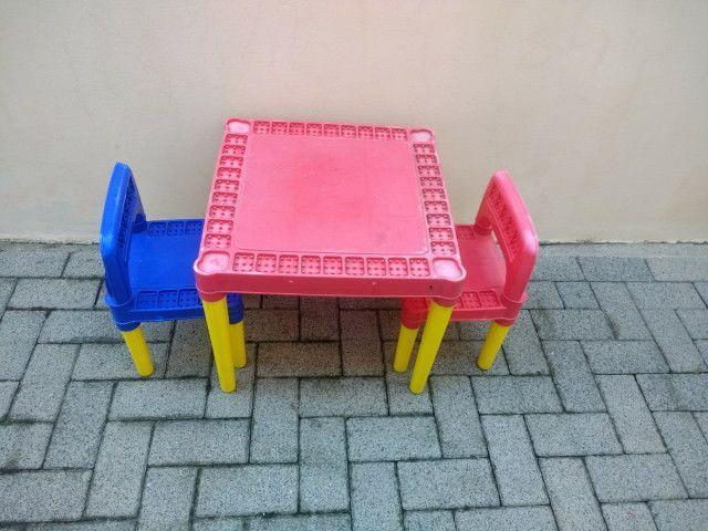 Mesa infantil com 2 cadeiras - Foto 2