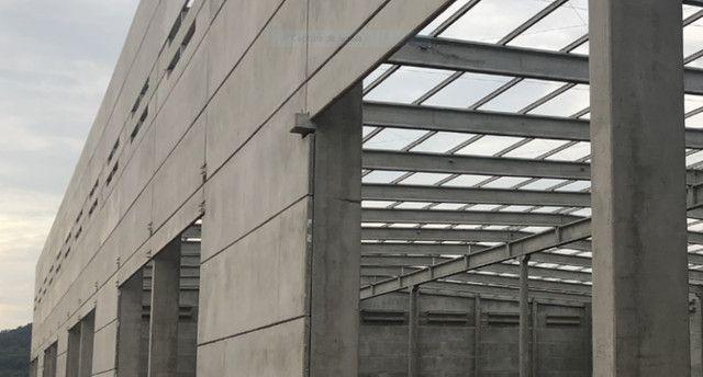 Galpão industrial pré-fabricado e estrutura metálica