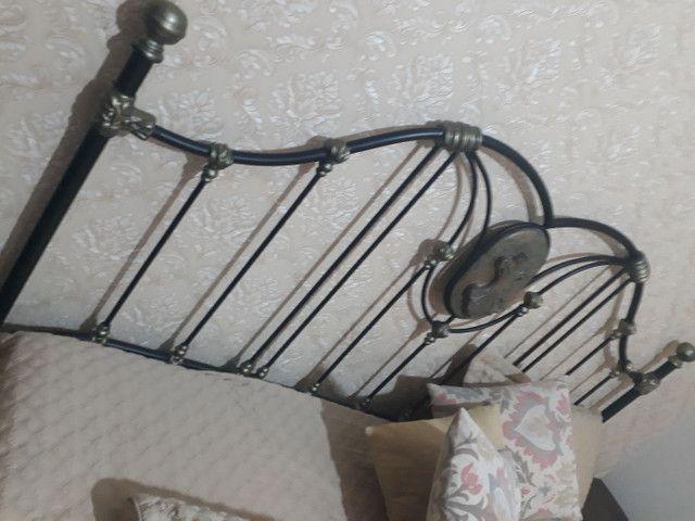 Cama king de ferro forjado Clássica com Pedra Sabão