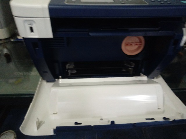 Uma Impressora HP Color LaserJet 2600n e uma Multifuncional Xerox WorkCentre 3045