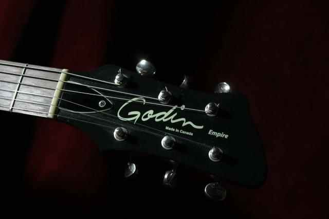 Guitarra Godin Empire