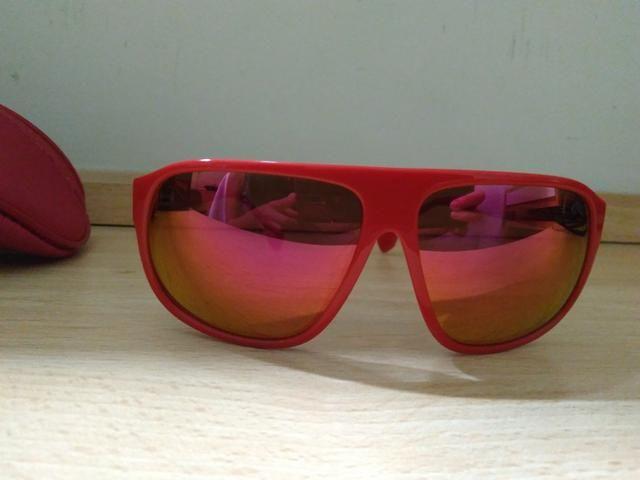 Óculos Chilli Beans vermelho usado duas vezes