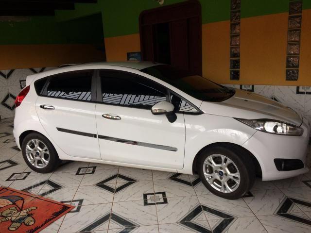Vende-se New FIESTA Hatch 1.6 automático