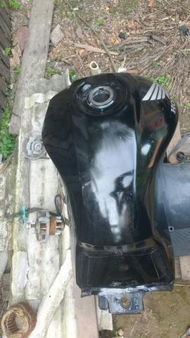 Vendo um tanque de moto usado
