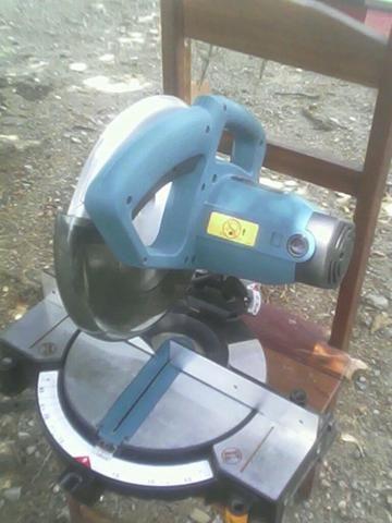 Máquina de cortar Alumínio Makita