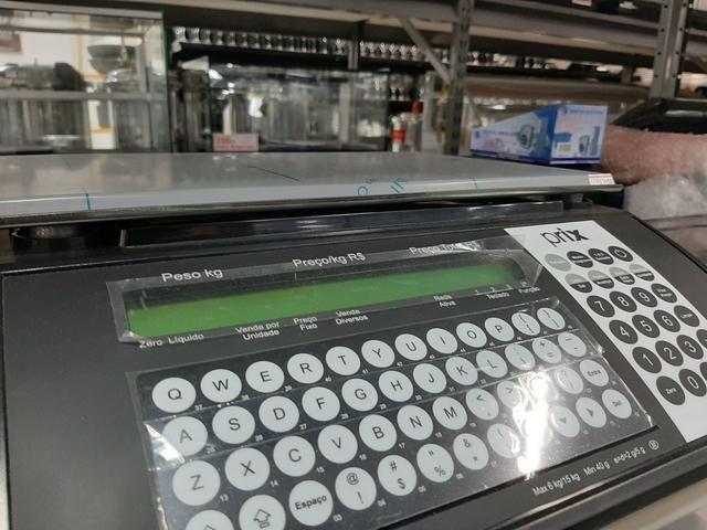 Balança com etiquetadora de 15kg salva até mil itens na memória jean - Foto 3