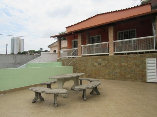 RM imóveis vende ótima casa de 02 quartos no Caiçara, próximo ao Espigão e Shopping Del Re