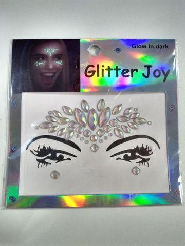 Adesivo de glitter para o rosto brilha no escuro  - Foto 6