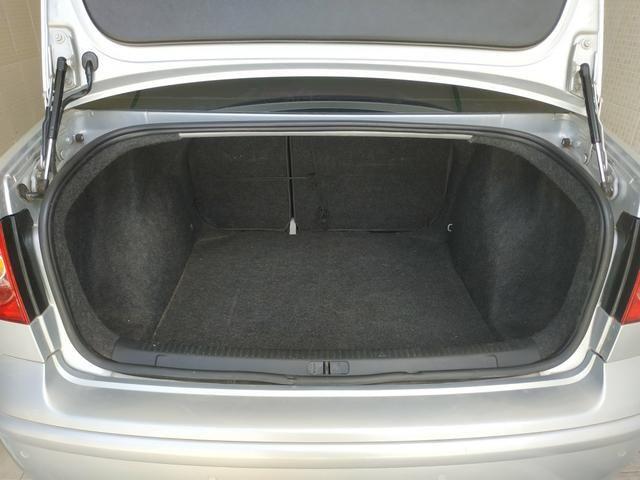 Polo Sedan Comfortline 1.6 - Foto 12