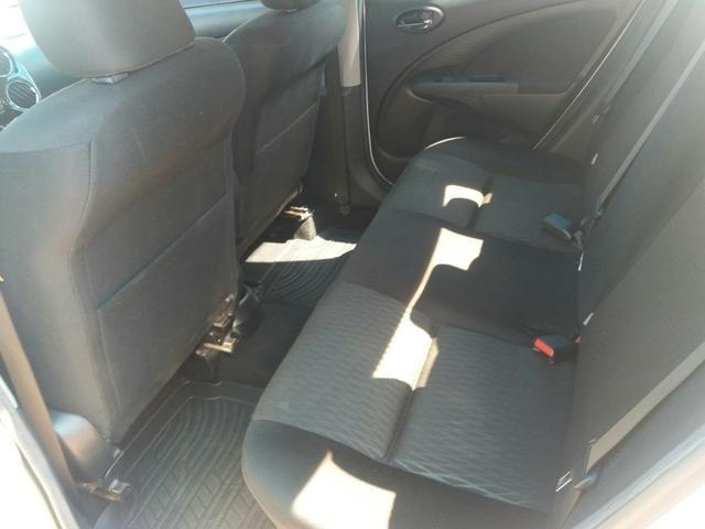 Etios sedan XS automático 16/17 - Foto 4