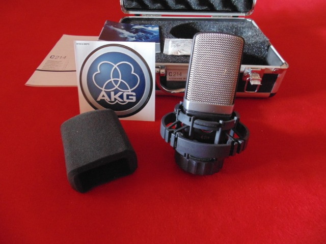 Microfone AKG C214 - Original - Made Austria - Parcelo!