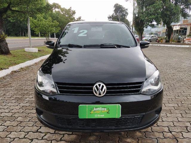 Volkswagen Fox 1.0 VHT (Flex) 4p 2012 - Foto 2