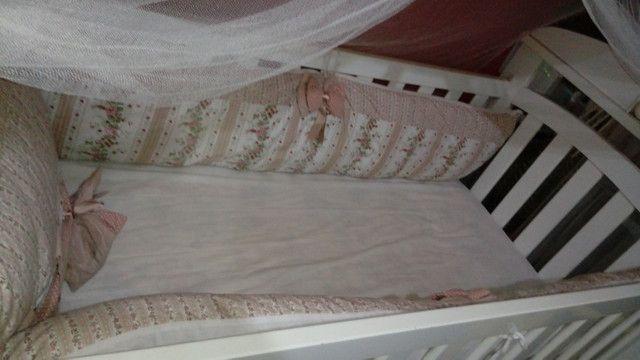 Vendo berço usado, acompanha colchão, mosqueteiro e protetor lateral - Foto 4