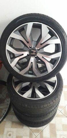 Vendo jogo de rodas com pneus semi novos aro 17  - Foto 2