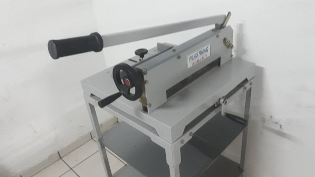Guilhotina Semi Indutrial - A3 - até 400 fls com mesa - Foto 3