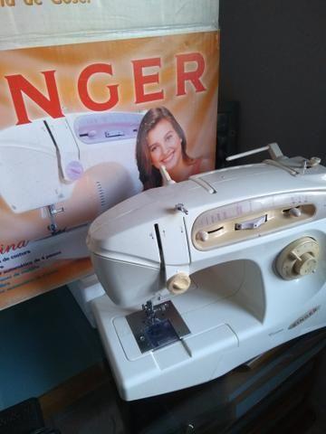 Máquina de costura Singer Carina