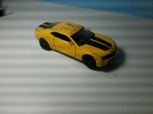 Camaro de brinquedo usado