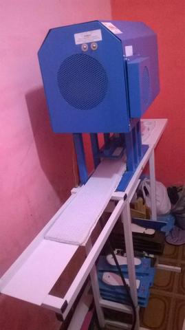 Novíssima máquina de corte de sandálias .compacta