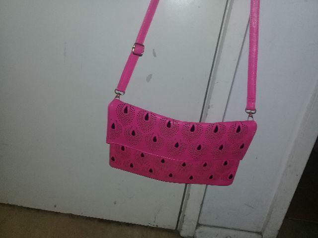 Bolsa atravessa cor rosa NOVA
