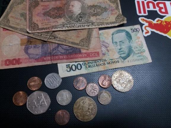 Coleção de Moedas e Cédulas Antigas (12 moedas e 04 cédulas)