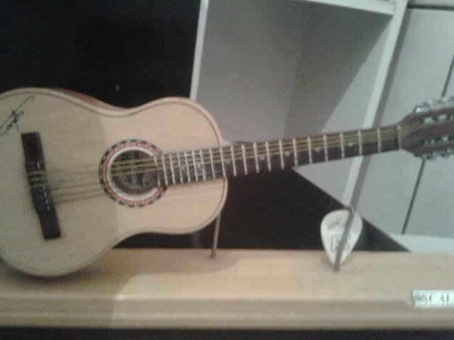 Miniatura de violão 1.4