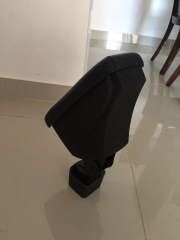 Apoio (descanço) de Braço Rebatível com Porta Objetos Nissan Kicks