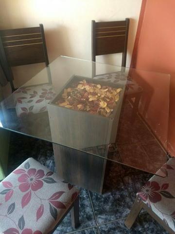 Mesa de jantar com tampo de vidro de 4 cadeiras