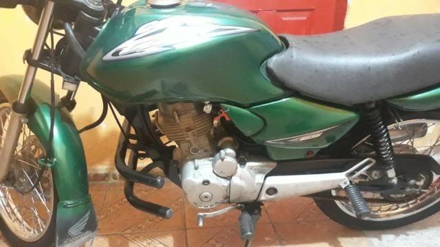 Vendo Moto Titan Honda 125 toda top p sair andando sem trabalho nenhum - Foto 2