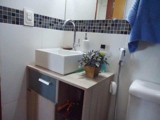 Excelente localização, apartamento todo reformado, 03 quartos sendo 02 com armários! - Foto 18