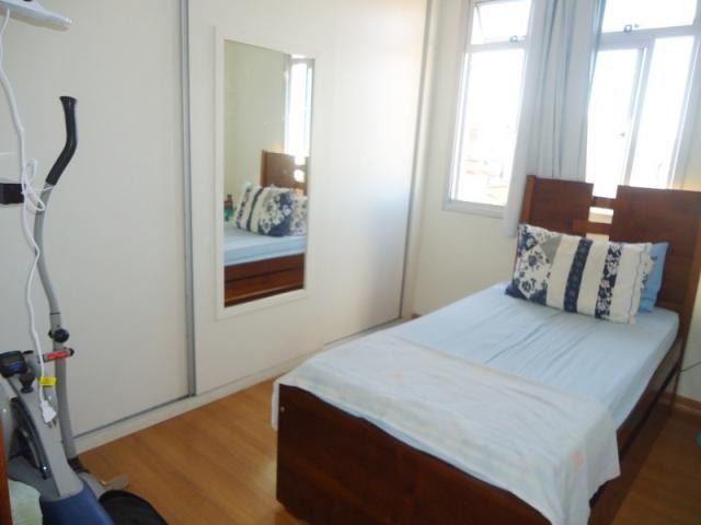 Excelente localização, apartamento todo reformado, 03 quartos sendo 02 com armários! - Foto 5