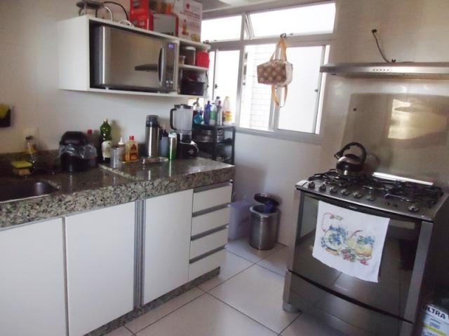 Excelente localização, apartamento todo reformado, 03 quartos sendo 02 com armários! - Foto 12