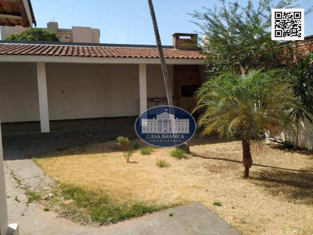 Casa com 3 dormitórios para alugar, 180 m² por R$ 2.000,00/mês - Vila Mendonça - Araçatuba