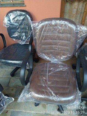 Cadeira diretor com pistão a gás e função RELAX - Foto 4
