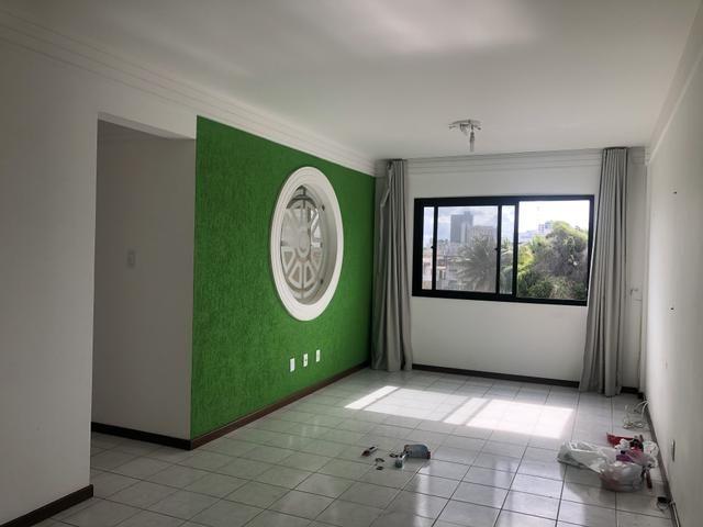 Apartamento de 3 quartos sendo 1 suíte / Ótima localização em frente a Jaime do Pastel - Foto 2