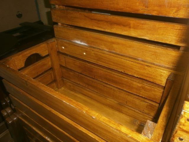 Engradados de madeiras - caixotes envernizados - medindo 58 x 30 x 30 - Foto 4