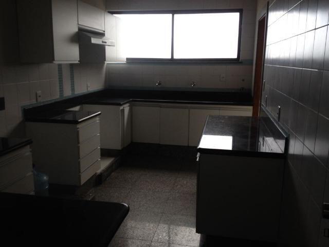 Excelente apartamento amplo com 4 quartos. Financia - Foto 16
