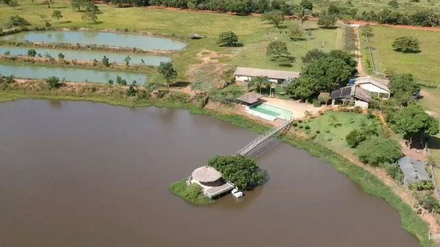 Fazenda em Livramento com piscina, muito pasto, represas e lago
