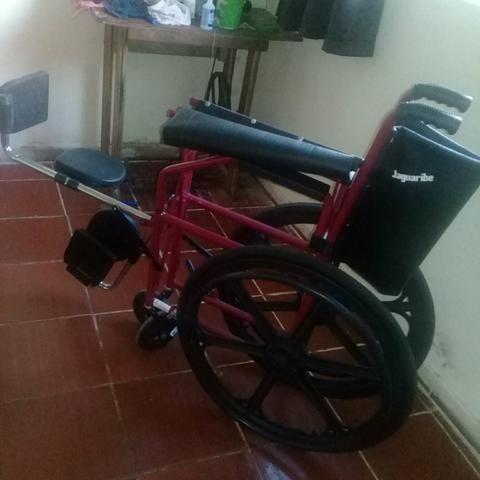 Caideira de rodas nova com suporte pra pernas