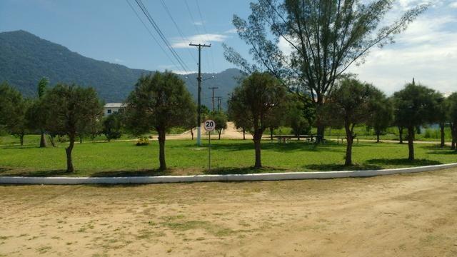 Ótimos terrenos financiados em Condomínio de frente à praia de Jaconé, Saquarema - Foto 2