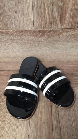 Rasteirinha bolsas relógio cosméticos calçados  - Foto 5