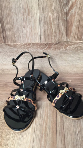 Rasteirinha bolsas relógio cosméticos calçados  - Foto 3