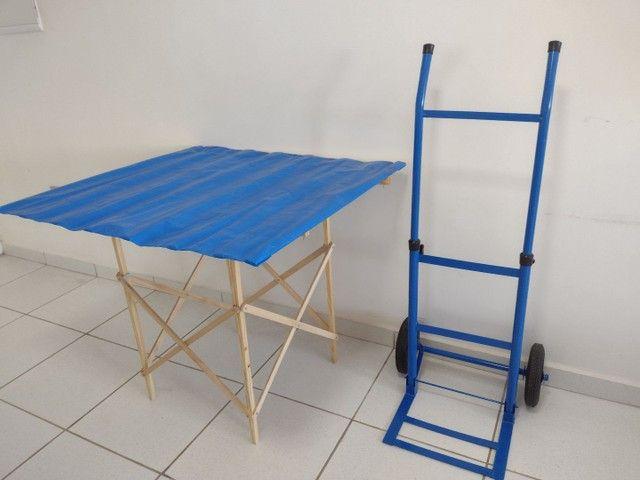 Carrinho com mesa tabuleiro